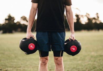 Ćwiczenia na tricepsy i barki